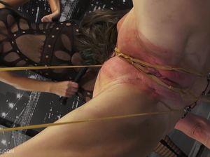 Смелую Эбби подвесили за половые губы и издеваются над ней