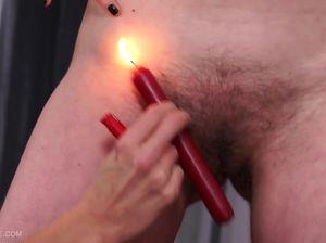 Побрила лобок любовницы с помощью горящей свечи