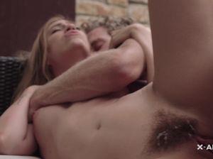 Кудрявый пиздолиз довел знойную блондинку до оргазма