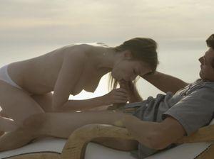 Романтическое свидание у моря завершилось горячей еблей