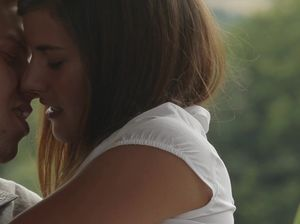 Подростки активно чпокаются на даче на свежем воздухе