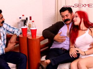 Пьяные мексиканцы жарят улыбчивую Глорию