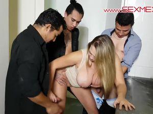 Под вечер сексапильная Джина обслужила троих сразу