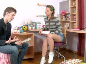 Репетитор по литературе отодрал ученицу в анал у нее дома