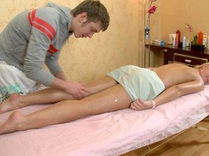Настоящий русский секс массаж с похотливой телочкой