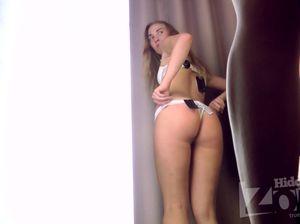 Девулька с худеньким телом примеряет красивое белье