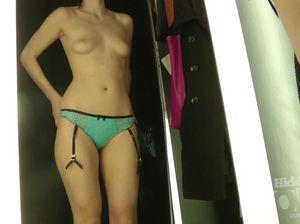 Девушку с маленькой грудью сняла скрытая камера в примерочной