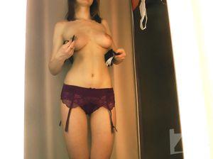 Секси девка меряет красивое белье