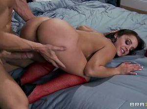 Знаменитый лысый мачо страстно занимается сексом с шикарной барышней