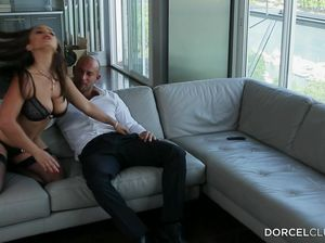 Мудрая жена пригласила подругу для секса втроем