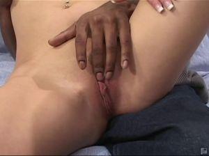 Негры жарят толстыми хуями тугие дырочки стройной белой блондинки