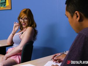 Рыжая студентка соблазнила преподавателя прямо на экзамене