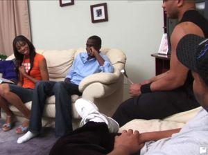 Африканка отдалась троим черным самцам