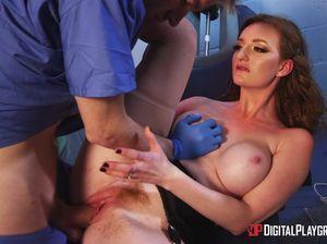 Дантист засадил рыженькой грудастой пациентке