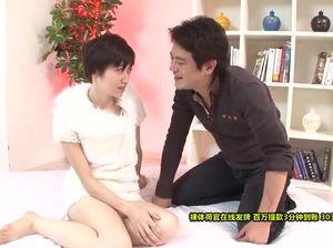 Китаянка несколько раз испытывает оргазм во время страстного секса