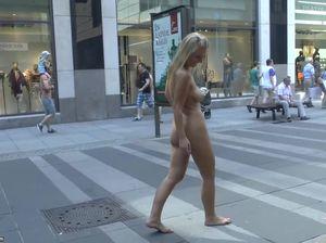 Похотливая немка показывает тело всем желающим в Дрездене