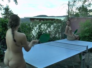 Испанские подружки играют в теннис и купаются в бассейне