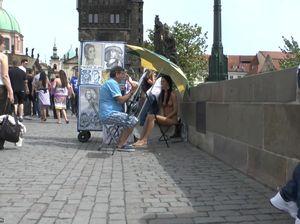 Голая девушка попросила нарисовать ее портрет