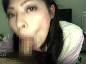 До кончи в рот японка сосет длинный мужской пенис