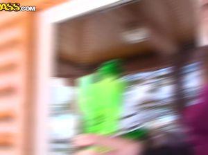 Молодой пикапер подцепил двух шлюшек на улице