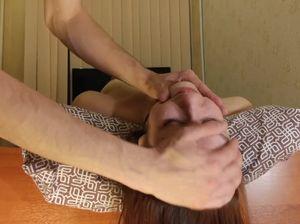 18-летний русский подросток заставляет свою телку глубоко сосать