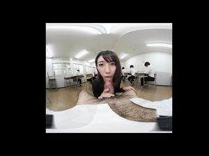 Азиатская студентка сосет преподу, пока ее одноклассники пишут задание