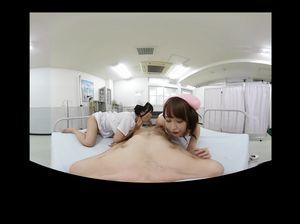 В больничной палате медсестры лижут член и яйца пациенту