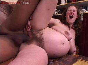 Беременная девушка трахается на секс кастинге с негром