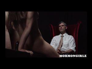 Стройная девушка показала отличную мастурбацию мужчине