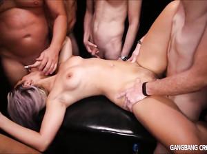 Дану пустила по кругу толпа мужиков и кончают в ее дырку