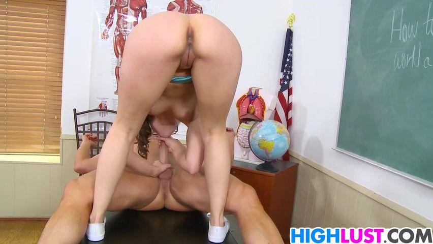 Порно в hd качестве развел очкастой студенткой