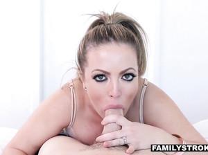 смотреть порно измена жены с лысым доктором