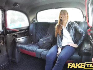 Пассажирка фейк такси соснула у водителя