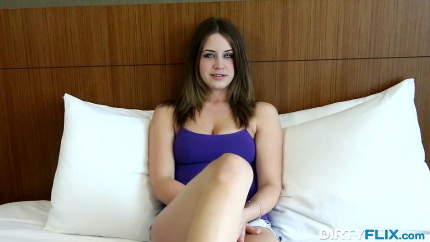 Порнография с мобильного, трахнул себя электрощеткой