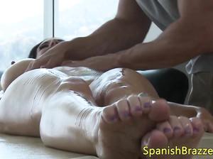 Ванда пришла на массаж, а получила отменный секс
