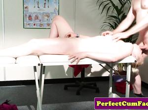 Крутой массаж закончился сексом с клиенткой