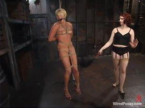 Две лесбиянки обожают жесткий БДСМ