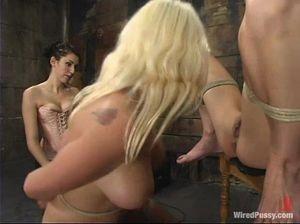 В сыром подвале три лесбиянки организовали игры с доминированием и унижением