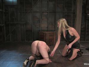 Две мучительницы пытают Викторию током