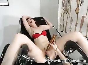 Стерва Саманта доминирует над своей партнершей и издевается над ней