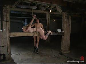 Садо-мазо двух развратных молодых лесбиянок