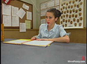Учительница лесбиянка жестко страпонит узкоглазую ученицу