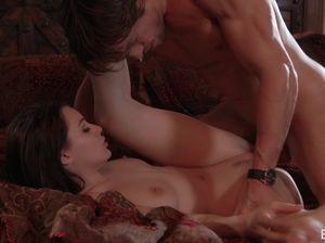 Гламурная брюнетка устроила жаркий домашний секс богатому мажору