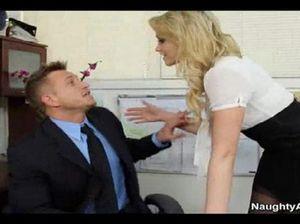 Потрясающая секретарша в чулках отдается мужику  с большим половым членом