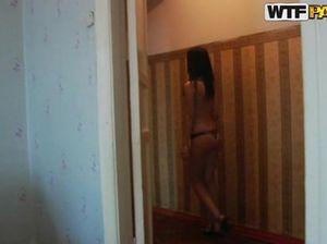 Милые русские телочки занимаются групповым сексом на вписке со своими однокурсниками