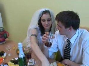 Русская невеста прямо на свадьбе потрахалась с незнакомым пацаном
