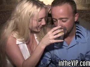 В гостинице состоялась оргия с пьяными девками после ночного клуба