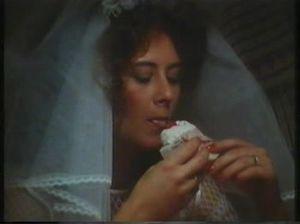 Симпатичная невеста в белых чулках стонет во время секса с женихом