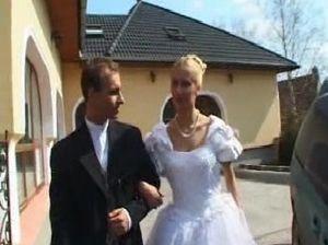 Жаркий анальный секс с потрясающей невестой в белых чулках