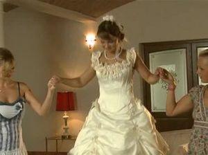 Любовник трахает невесту прямо перед свадьбой в анал
